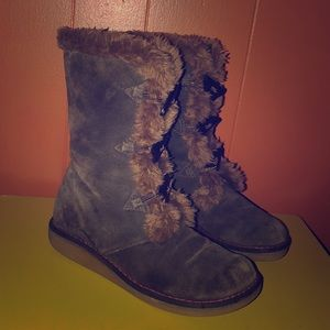 Earth Wyandot Brown Suede Winter Boots